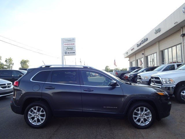 Pre-Owned 2016 Jeep Cherokee Latitude FWD SUV