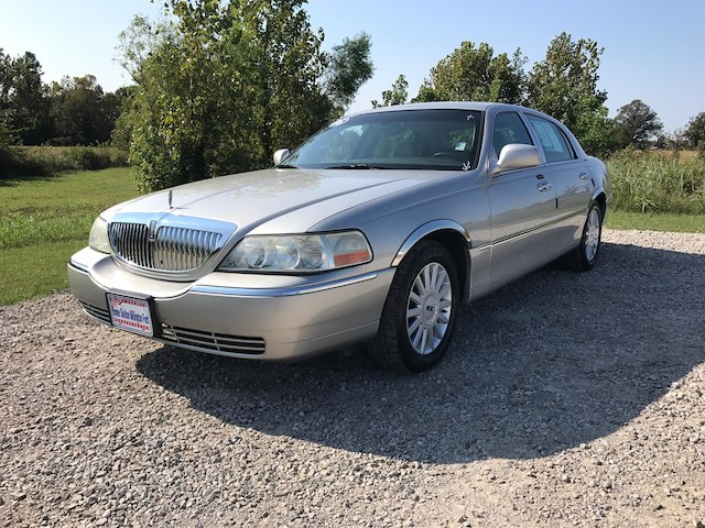 Pre-Owned 2005 LINCOLN Town Car Signature RWD Sedan