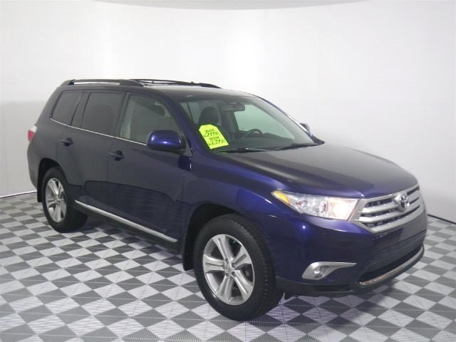 Pre-Owned 2013 Toyota Highlander SE V6 AWD