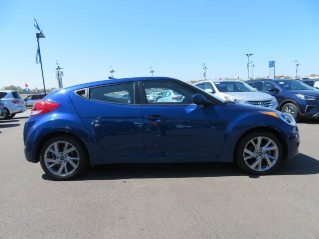 Pre-Owned 2016 Hyundai Veloster FWD Hatchback